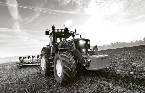 Iecerēts samazināt traktortehnikas vadītāju kategoriju skaitu