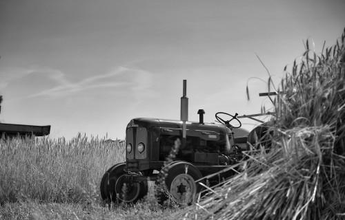 Vairāki pakalpojumi saistībā ar traktortehnikas reģistrāciju turpmāk veicami tiešsaistē