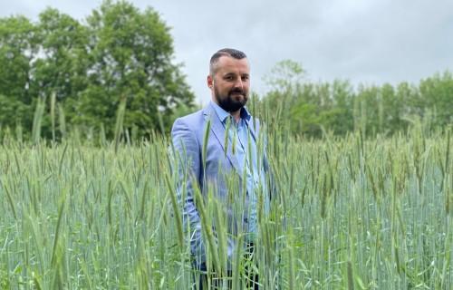 Zaļā karotīte Latvijas ražotājam ir nacionālās identitātes jautājums