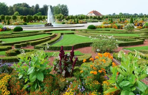 Ieskatamies Rundāles pils franču dārza skaistuma noslēpumos